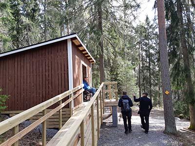 Esteettömiä palvelurakennuksia Sipoonkorven kansallispuistossa.Kuva Aino von Boehm, Metsähallitus.