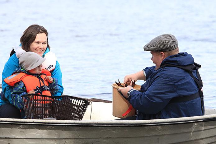 Myös ravustus edellyttää kalastonhoitomaksua. Kuva: Aku Ahlholm / Metsähallitus